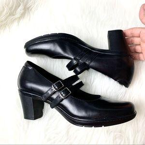 Clarks• Double strap maryjane heel black